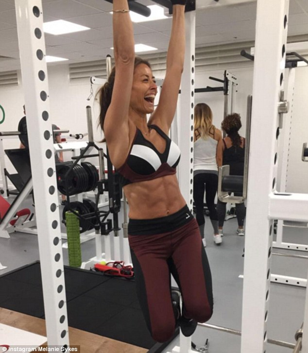 melanie-sykes-shows-off-her-impressive-torso-in-new-workout-snap