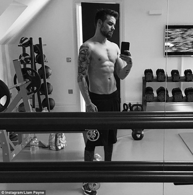 Liam Payne Shows Off His Toned Tummy In New Instagram Snap! See It HERE!