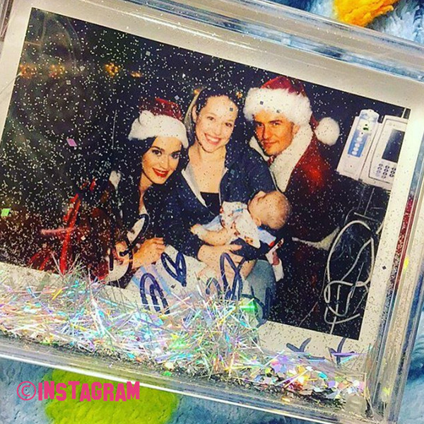 Katy Perry And Orlando Bloom Visits Poorly Children In Hospital Dresses As Mrs And Mr Claus
